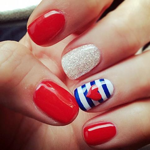 Memorial Day manicure sur shine.yahoo.com